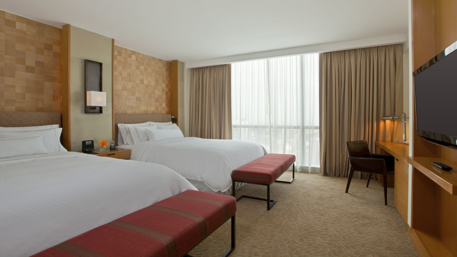 Airport Plaza Inn Guest Rooms At Westin Lima Hotel Convention Center